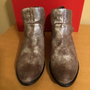 Seychelles Snare Bootie in Distressed Pewter. 7.5
